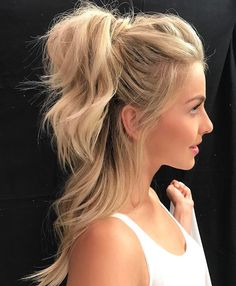Half ponytail, half up half down hairstyle, half pony hairstyles, casual ha Half Pony Hairstyles, Casual Hairstyles, Down Hairstyles, Hairstyles 2018, Celebrity Hairstyles, Casual Updos For Medium Hair, Workout Hairstyles, Latest Hairstyles, Wedding Hairstyles