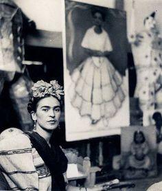 Perchè la vita può trasformarsi in arte, venendo fuori in un modo tragico, violento e forse proprio quella l'arte? riuscire a buttarla fuori, quasi a vomitarla anche nei momenti piu brutti e insensati! -Frida Kahlo.