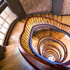 Inspiring Modern Staircase Design Ideas that You Must See Winding Staircase, Floating Staircase, Staircase Railings, Spiral Staircase, Staircase Design, Stairways, Traditional Staircase, Stair Steps, House Stairs