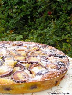 Quetches Mirliton Recipe - Passing through Auvergne for a few days, we took the opportunity to pick up the last quetsches in t - Crepe Recipes, Tart Recipes, Dessert Recipes, Mirliton Recipe, French Desserts, Cupcakes, International Recipes, Food Is Fuel, Dessert Table