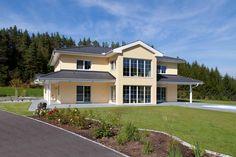 Villa im kalifornischen mit großen Glasfronten Style At Home, Villa, Mansions, House Styles, Classic, Home Decor, Derby, Decoration Home, Manor Houses