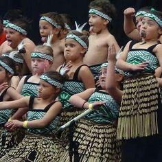 Maori children New Zealand Maori Patterns, New Zealand Adventure, Maori People, Polynesian Art, I Love School, Beginner Books, Kiwiana, Precious Children, Pictures Of People