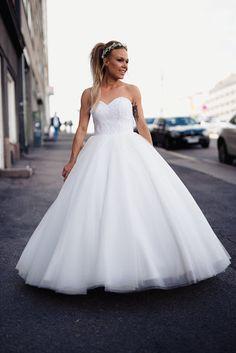 Beatissa: Täydellinen hääaamu Wedding Dresses, Fashion, Bride Dresses, Moda, Bridal Gowns, Fashion Styles, Weeding Dresses, Wedding Dressses, Bridal Dresses
