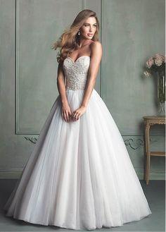 ELEGANT TULLE BALL GOWN SWEETHEART NECKLINE NATURAL WAISTLINE WEDDING DRESS IVORY WHITE LACE BRIDAL GOWN HANDMADE CUSTOM