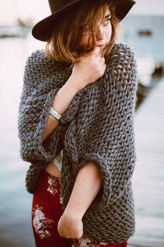Die übergroßen Chunky Knit Sweater Achselzucken von agirlnamedleney