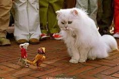 Stuart Little The Little family adopt a charming young mouse named Stuart, but the family cat wants rid of him. Matilda, Stuart Little 2, Best Cartoon Shows, Ugly Cat, World Cat, Cat Posters, Comedy Movies, Movie Characters, Classic Movies