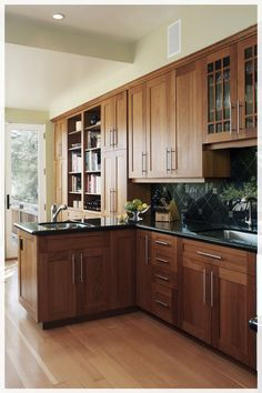 Cherry wood kitchen cabinets - Small Kitchen Design With Cherry Wood Cabinets – Cherry wood kitchen cabinets Cherry Wood Kitchen Cabinets, Cherry Wood Kitchens, Cherry Kitchen, Kitchen Cabinet Colors, Kitchen Cabinetry, Kitchen Redo, Kitchen Remodel, Dark Cabinets, Kitchen Black
