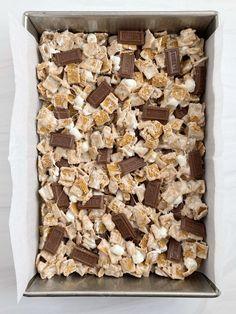 Cereal Treats, Rice Krispie Treats, Dessert Bars, Dessert Recipes, Desserts, Golden Graham Treats, Golden Grahams Cereal, Baked Smores, Hershey Bar