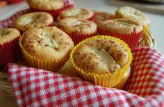 Iets bakken met appel? Deze appel kaneelcakejes zijn erg lekker!