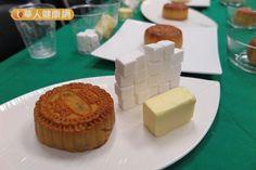 好肥!1顆廣式雙黃月餅熱量=3碗白飯- 一顆廣式雙黃蓮蓉月餅的熱量790大卡,且含糖量相當於19顆方糖,脂肪含量超過每餐建議的2倍。(攝影/駱慧雯)