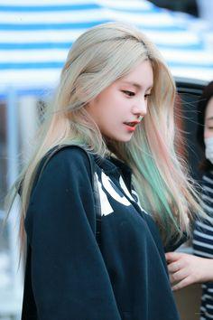 South Korean Girls, Korean Girl Groups, Programa Musical, Couples Cosplay, New Girl, Blue Hair, K Idols, Kpop Girls, Cool Girl