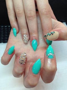 Nails turquoise
