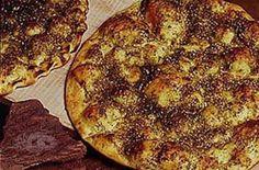Mana'eesh (A traditional Palestinian food) Middle East Food, Middle Eastern Recipes, Palestine Food, Lebanese Cuisine, National Dish, Arabic Food, Mediterranean Recipes, International Recipes, Food And Drink