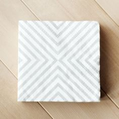 PHOTO 3. Graphic print paper napkins in neutral or neon