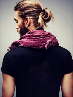 The Ponytail - The long blonde hair is ponytailed to create an unusual  effect which is amazing gorge. 02e8935018c