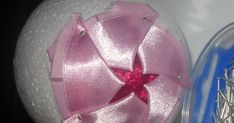 ribbon & company: My first tutorial Homade Christmas Ornaments, Handmade Christmas Decorations, Christmas Baubles, Folded Fabric Ornaments, Quilted Ornaments, Clear Ornaments, How To Make Ornaments, Ball Ornaments, Coconut Decoration