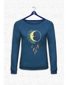 Sweat bleu femme look vintage « BLEU DREAM MOON » (Attrape rêves et Lune)  La légende du Dream Catcher détient le Destin de l'avenir et procure protection. « Le monde est ce que vous croyez qu'il est - Tout n'est que rêve »
