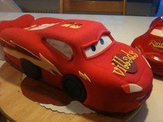 Mac fondant cake