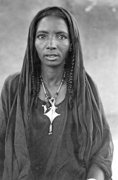 Tuareg woman wearing talhakimt and Cross of Agadez pendants.Photo by Anthony J Arkell, 1920s. PRM 1998.204.43.2