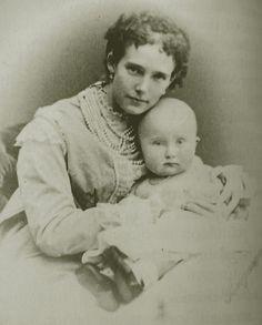 Princesse Eugénie de Leuchtenberg de Beauharnais, grande duchesse d'Oldenbourg avec son fils Pierre