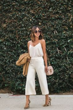 White cami top tucked into white culottes - such a cute spring outfit! Fashion Blogger Style, Look Fashion, Fashion Outfits, Fashion Ideas, Fashion Bloggers, Womens Fashion, Feminine Fashion, Trendy Fashion, Fashion Street Styles