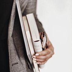 Photography Branding, Book Photography, Lifestyle Photography, Lovers Day, Book Lovers, Frederic M, Inmobiliaria Ideas, Photo Portrait, Business Portrait