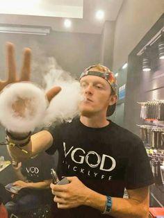 Blowing sik rings is kinda what we do. #vgod #vape #vapelife #tricklyfe #tricksters #dna400 #vapeon #InstaVape #VapeCommunity #CloudChaser