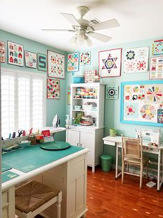 A Quilting Life Organized Sewing Space I could only wish for a sewing room that looked like this! Mine has 4 windows - great for light, not so much for wall space. Sewing Room Design, Sewing Spaces, My Sewing Room, Sewing Studio, Sewing Room Decor, Small Sewing Space, Small Spaces, Sewing Room Organization, Organizing Tips