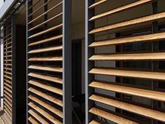 Panneaux coulissants Loggiawood Paro & Loggiawood Paro Privacy :: RENSON Plus Outdoor Shutters, Window Shutters, Architecture Details, Interior Architecture, Exterior Design, Interior And Exterior, Exterior Blinds, Sliding Panels, Cladding