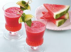 Looking for a refreshing summertime beverage? This simple blended drink using icy watermelon and limeade concentrate is great for picnics, parties or just cooling down on a hot day. (watermelon smoothie recipes for kids) Watermelon Cooler, Watermelon Smoothies, Watermelon Lemonade, Healthy Smoothies, Healthy Drinks, Smoothie Recipes, Healthy Snacks, Watermelon Festival, Blender Recipes