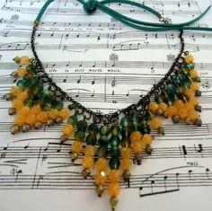 *contas de cristais em tons laranja e azul/furta cor(irisado)  *cordão de amarrar ou à escolher R$ 36,00                                                                                                                                                     Mais