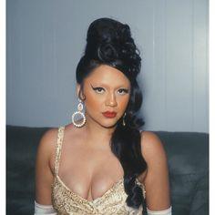Natalie(@_honey_bunny._)   🎞 60s Makeup, Honey Bunny, Hoop Earrings, Vintage Modern, 1970s, Girls, Fashion, 1960s Makeup, Toddler Girls