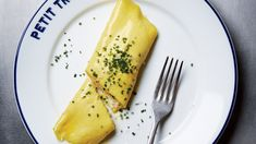 The key to a sumptuous, custardy omelet like chef Ludo& Technique—and a lot of patience. French Omelette, Cooking Tips, Cooking Recipes, Perfect Roast Chicken, French Food, Egg Recipes, Bon Appetit, Breakfast Recipes, Gastronomia