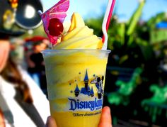 Pineapple Dole Whip stand at Disneyland Dole Whip Disneyland, Disneyland Food, Disneyland Dining, Disneyland 2016, Disney Diy, Disney Food, Disney Magic, Disney Parks, Disney Recipes