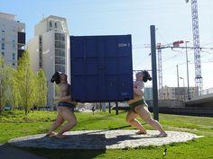 """Les Sumos de Marseille  """"It takes two to tango (il faut être deux pour danser le tango), sculpture de l'artiste écossais David Mach    #Marseille #France"""