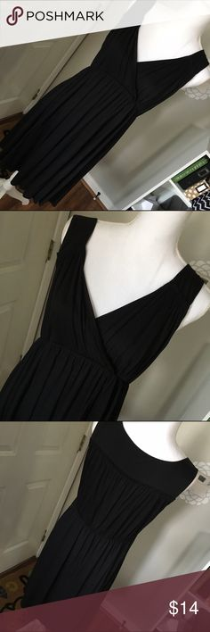 """Ann Taylor Loft Maternity Size L Knit Dress EUC Comfort is key when you are pregnant and this dress from Ann Taylor Loft Maternity is perfect! It's a size L and has a crossover bust with empire waist for the perfect silhouette. Fabric is 100% micromodal with 100% poly lining. Dress is in EUC and was my cousin's - she only wore it once for a graduation. Length is 40"""" and waist gather is 15"""" across laying flat unstretched. Thank you for looking! ☺ 🚫trades 🚫lowball offers LOFT Dresses"""