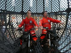 Animation motards de l'extrême sur véhicules décarbonés  www.animation-centre-commercial.com Centre Commercial, Animation, Motorbikes, Motion Design, Cartoons