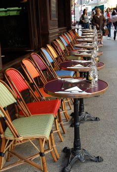 Paris-Loved sitting at these charming cafe tables! Cafe Restaurant, Restaurant Design, Restaurant Ideas, Sidewalk Cafe, Parisian Cafe, French Cafe, French Food, I Love Paris, Paris Style