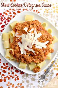 Rich & hearty, this homemade bolgnese sauce simmers in your slow cooker all day. Just serve with rigatoni or tagliatelle for comfort food perfection. Homemade Bolognese Sauce, Slow Cooker Bolognese Sauce, Best Slow Cooker, Slow Cooker Recipes, Crockpot Recipes, Pasta Recipes, Yummy Food, Delicious Meals, Rigatoni