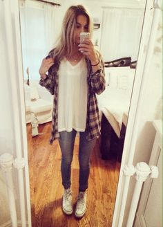 Lovinnnng this flannel with long loose tee, vintage wash skinny denim and converse