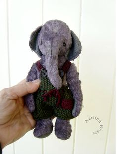 Worthy by Aerlinn Bears , do not know if this is felted but it does inspire me.