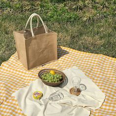 Classy Aesthetic, Summer Aesthetic, Aesthetic Food, Aesthetic Photo, Aesthetic Pictures, Picnic Date, Summer Picnic, Cafe Food, Food Inspiration