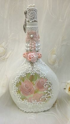 Shabby chic bottle, altered bottle with hand painted roses, pretty lace, pearl detail and faux jewels. Beautiful Old Fashion Altered bottles. Wine Bottle Art, Wine Bottle Crafts, Diy Bottle, Jar Crafts, Shabby Chic Crafts, Vintage Shabby Chic, Shabby Chic Decor, Bottles And Jars, Perfume Bottles