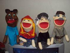 Kit contendo 4 personagens, podendo ser vendido separadamente. <br>Cores de roupas conforme disponibilidade em estoque. <br>Tamanho aproximado de cada boneco: 40 cm