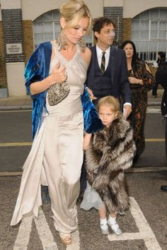 LONDON - JUNE Kate Moss and daughter Lila Moss attend Leah Wood and Jack MacDonald's Wedding on June 2008 in London, England. (Photo by Sylvia Linares/FilmMagic) Lila Grace Moss, Lila Moss, Kate Moss Stil, Celebrity Red Carpet, Celebrity Style, Moss Fashion, Queen Kate, Stephanie Seymour, Carla Bruni