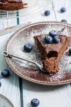 chocolate and chickpea cake, (gluten-free) | zeromiette.com