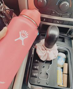 ✰ pin ✰ aesthetic in 2019 cute water bottles, cute cars un Disney Car Accessories, Must Have Car Accessories, Car Accessories For Women, Interior Accessories, Wrangler Unlimited, Jeep Wrangler, Polo Lacoste, Hippie Car, Girly Car