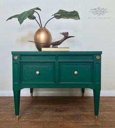 Mcm End table,Painted Mcm, mid century modern, emerald, green mcm, painted furniture, American of martinsville, mcm End Table, chalk painted, diy End Table, green End Table, gold rubnbuff, brass feet, End Table makeover.
