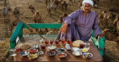 What People Eat in a Day - 80 photos from around the globe - by Peter Menzel What The World, All Over The World, People Around The World, Around The Worlds, Photo Voyage, Country Bread, World Photo, People Eating, Food Staples