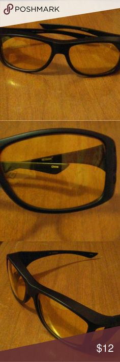 Night Vision Driving Glasses Men's/Ladies' Brand-new, unused, in new condition. Fits men or women. Helps reduce the night time glare of oncoming cars. These glasses help you focus better on your driving. Works well during the day, too. Reduces the bright glare of sunlight allowing you a clearer, unblinding vision. Made in China. Makes a great, practical gift. unbranded Accessories Glasses